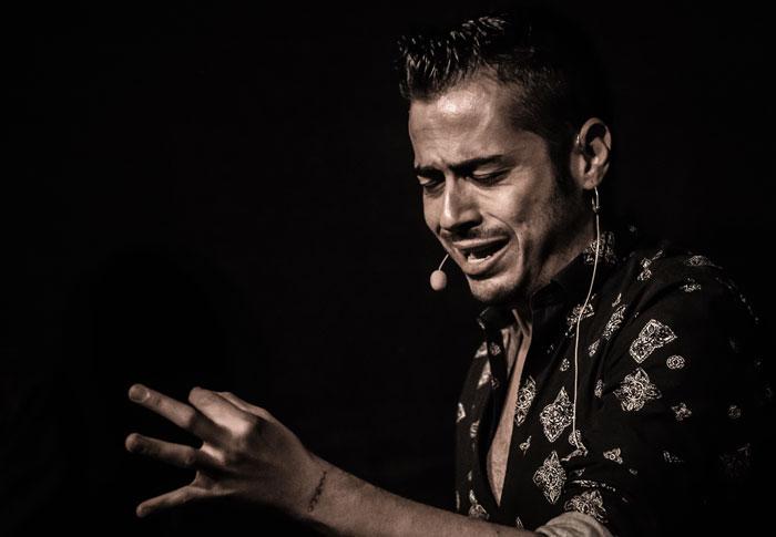 El cantaor Juan Debel retratado por el fotógrafo Alberto Romo