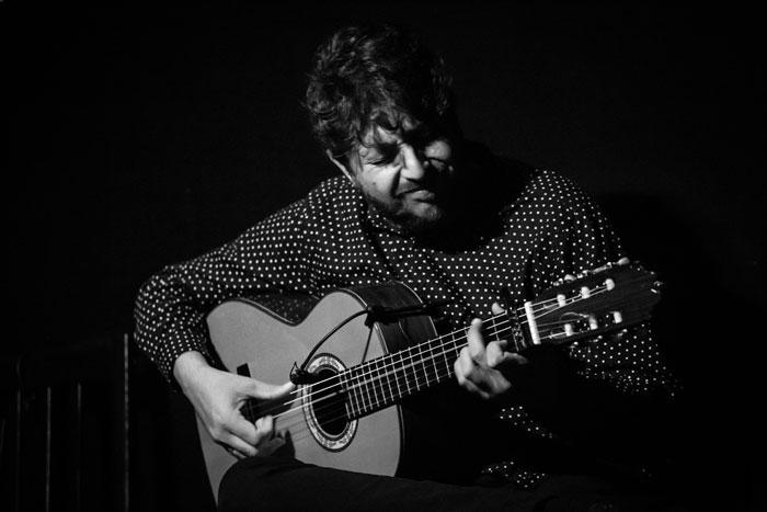 El Ñoño, guitarrista, fotografiado por Alberto Romo